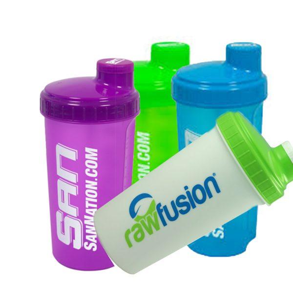 Шейкър на фирмата SAN е този, с който можете да изпиете протеина си навсякъде, без да пропусне течността. Шеъкъри и спортни бутилки
