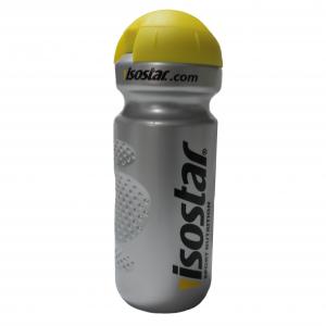 Спортна бутилка ISOSTAR е предназначена за пренасяне на вода и напитки преди, след и по време на тренировка.