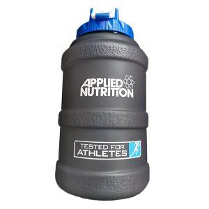 Спортна бутилка Applied Nutrition / 2.5лтр е предназначена за пренасяне на вода и напитки преди, след и по време на тренировка.